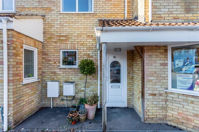 £900 per Calendar Month, 3 Bedroom Flat To Rent in Marlborough, SN8