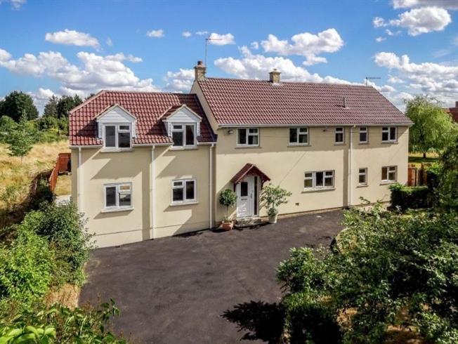 £1,900 per Calendar Month, 4 Bedroom House To Rent in Melksham, SN12