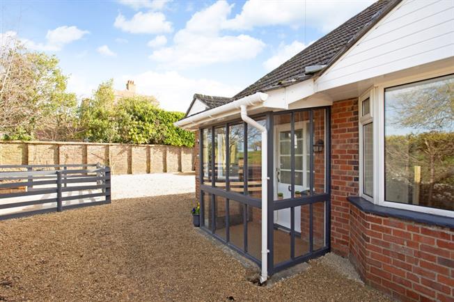 £2,000 per Calendar Month, 4 Bedroom Bungalow To Rent in Marlborough, SN8