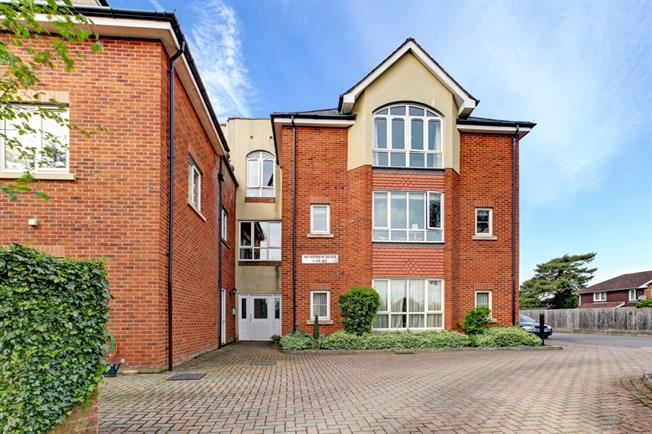 £850 per Calendar Month, 2 Bedroom Flat To Rent in Marlborough, SN8