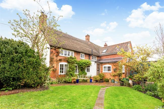 £1,000 per Calendar Month, 2 Bedroom Semi Detached House To Rent in Alton Barnes, SN8