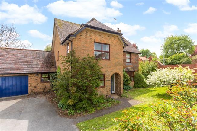 £1,600 per Calendar Month, 4 Bedroom Detached House To Rent in Marlborough, SN8