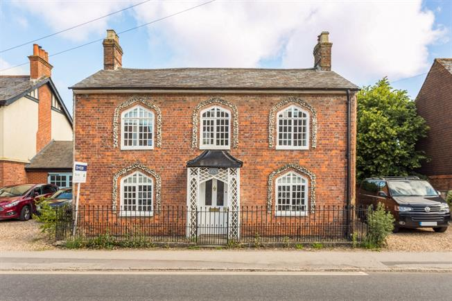 £1,850 per Calendar Month, 4 Bedroom Cottage House To Rent in Marlborough, SN8