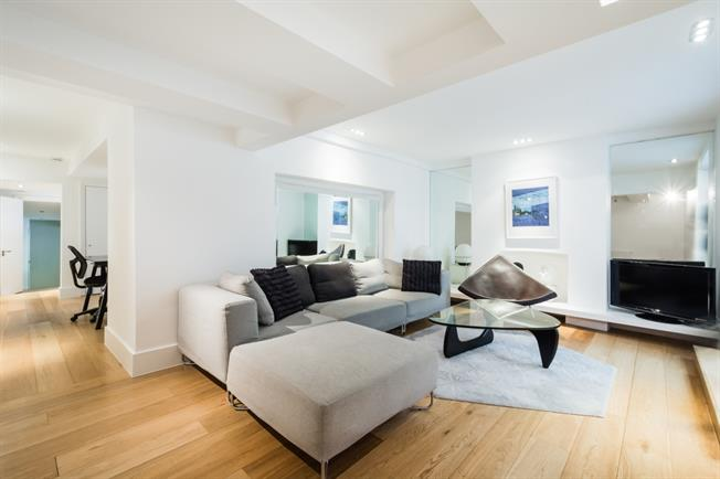 £4,268  per Calendar Month (Calculated), 2 Bedroom Flat To Rent in London, W11