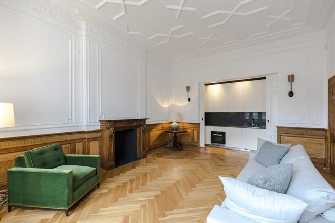 £8,666  per Calendar Month (Calculated), 2 Bedroom Flat To Rent in London, W2