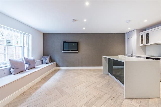 £4,116  per Calendar Month (Calculated), 3 Bedroom Mews House To Rent in London, W2