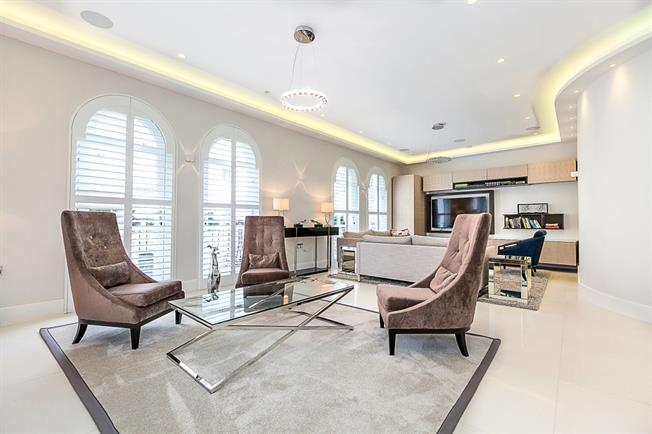 £7,496  per Calendar Month (Calculated), 3 Bedroom Apartment To Rent in London, W2