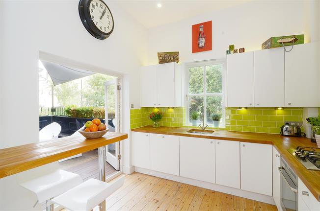 £3,033  per Calendar Month (Calculated), 1 Bedroom Flat To Rent in London, W10