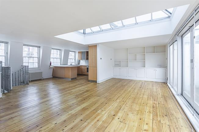£5,611  per Calendar Month (Calculated), 3 Bedroom Mews House To Rent in London, W11