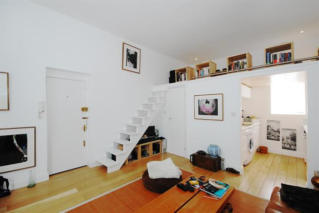 £1,646  per Calendar Month (Calculated), Flat To Rent in London, W10