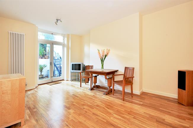 £1,993  per Calendar Month (Calculated), 1 Bedroom Flat To Rent in London, W11