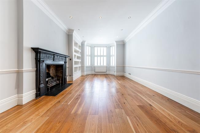 £5,633  per Calendar Month (Calculated), 3 Bedroom Flat To Rent in London, W2