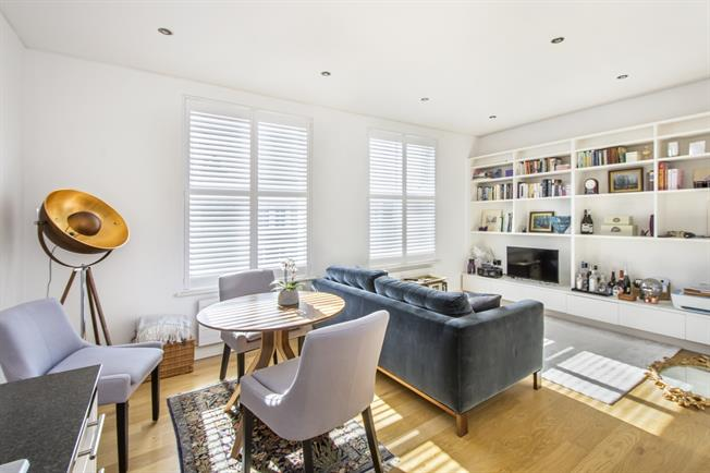 £2,275  per Calendar Month (Calculated), 1 Bedroom Flat To Rent in London, W11