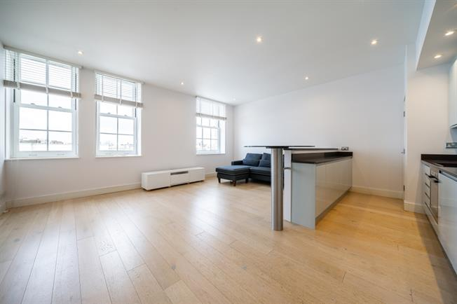 £3,141  per Calendar Month (Calculated), 2 Bedroom Flat To Rent in London, W2