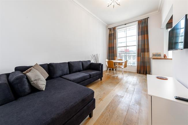 £2,730  per Calendar Month (Calculated), 1 Bedroom Flat To Rent in London, W2