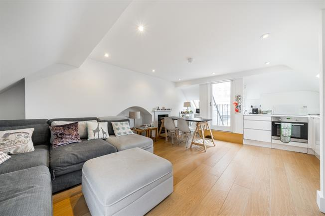 £3,033  per Calendar Month (Calculated), 2 Bedroom Flat To Rent in London, W11