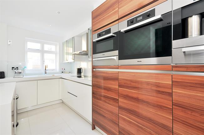 £4,333  per Calendar Month (Calculated), 3 Bedroom Flat To Rent in London, W2