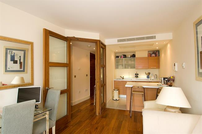 £2,101  per Calendar Month (Calculated), 1 Bedroom Apartment To Rent in London, W2