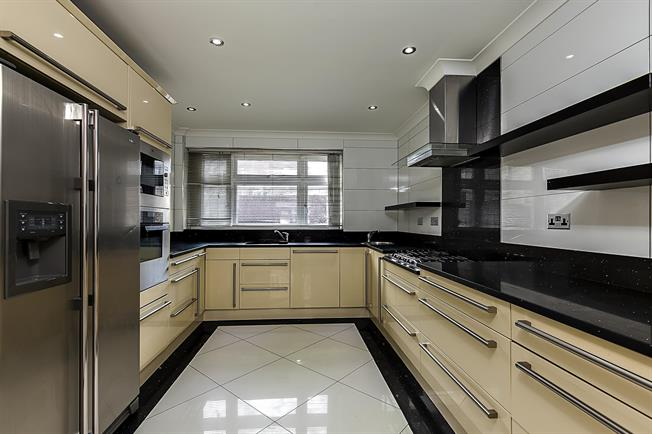 £7,150  per Calendar Month (Calculated), 6 Bedroom Terraced House To Rent in London, W2