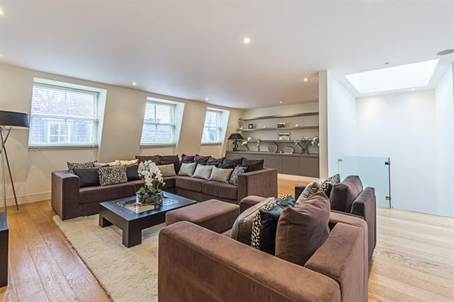 £8,493  per Calendar Month (Calculated), 3 Bedroom Mews House To Rent in London, W2