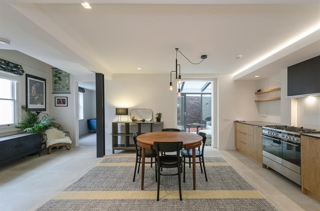 £3,141  per Calendar Month (Calculated), 2 Bedroom Flat To Rent in London, W9