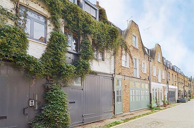 £2,816  per Calendar Month (Calculated), 2 Bedroom House To Rent in London, W2