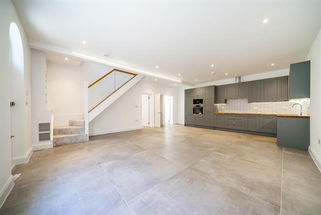 £6,716  per Calendar Month (Calculated), 3 Bedroom Mews House To Rent in London, W1H