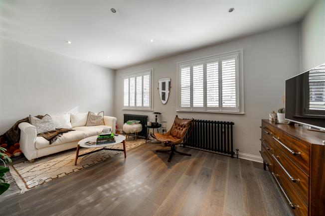 £3,683  per Calendar Month (Calculated), 3 Bedroom Mews House To Rent in London, W2
