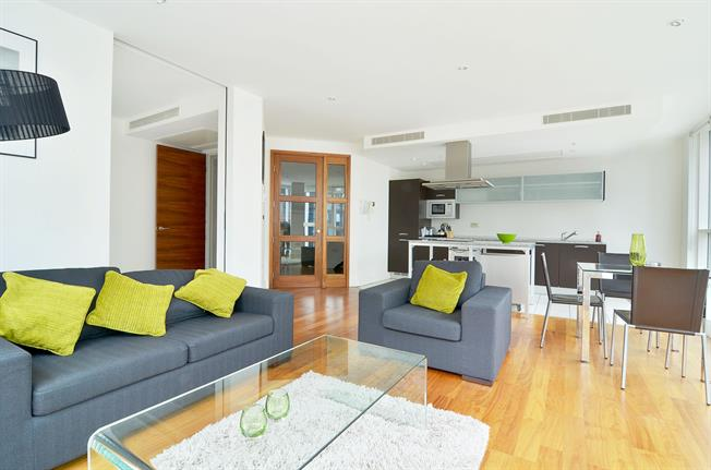 £3,250  per Calendar Month (Calculated), 2 Bedroom Apartment To Rent in London, W2