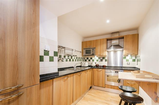£2,491  per Calendar Month (Calculated), 2 Bedroom Apartment To Rent in London, SW1P