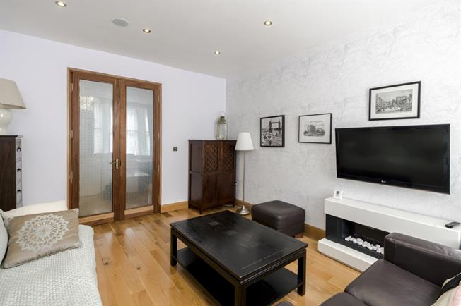 £2,383  per Calendar Month (Calculated), 2 Bedroom Flat To Rent in London, SW1P