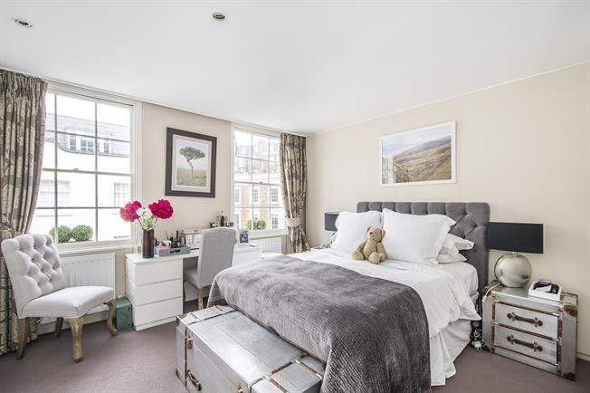 £3,878  per Calendar Month (Calculated), 2 Bedroom Terraced House To Rent in London, SW1V