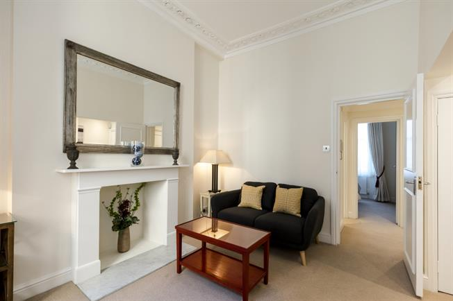 £1,906  per Calendar Month (Calculated), 1 Bedroom Flat To Rent in London, SW1V