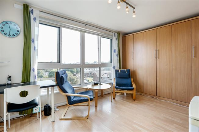 £950 per Calendar Month, Flat To Rent in London, SW15