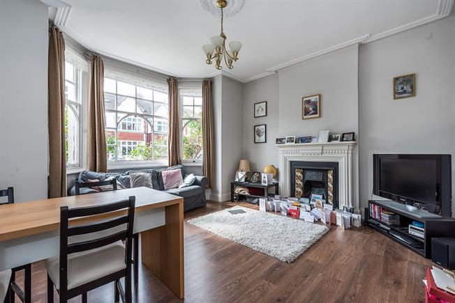 £2,750 per Calendar Month, 2 Bedroom Maisonette To Rent in London, SW15