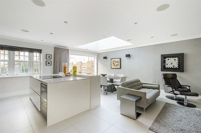 £6,000 per Calendar Month, 6 Bedroom End of Terrace House To Rent in London, SW15