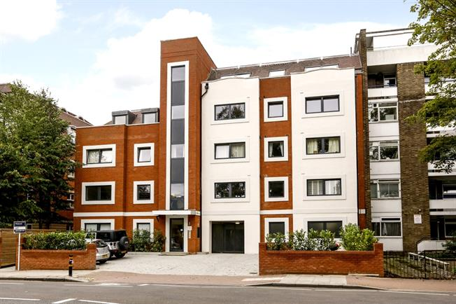 £2,500 per Calendar Month, 3 Bedroom Apartment To Rent in London, SW15