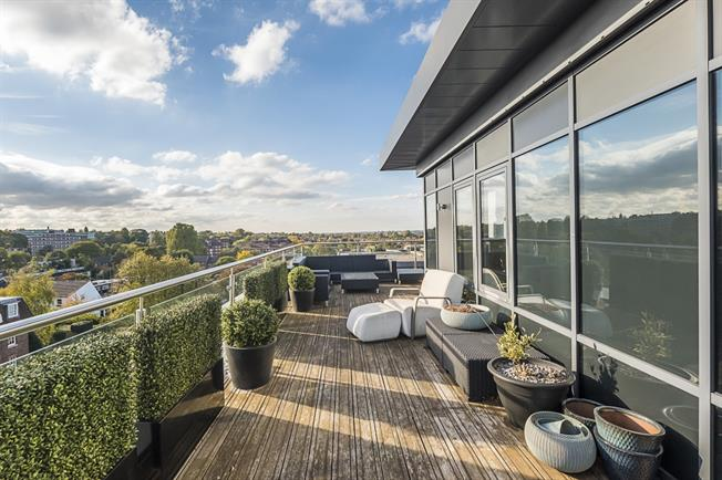 £4,000 per Calendar Month, 2 Bedroom Penthouse To Rent in London, SW15