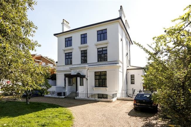 £1,699 per Calendar Month, 2 Bedroom Apartment To Rent in London, SW15