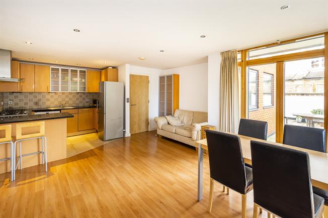 £1,900 per Calendar Month, 2 Bedroom Flat To Rent in London, SW15