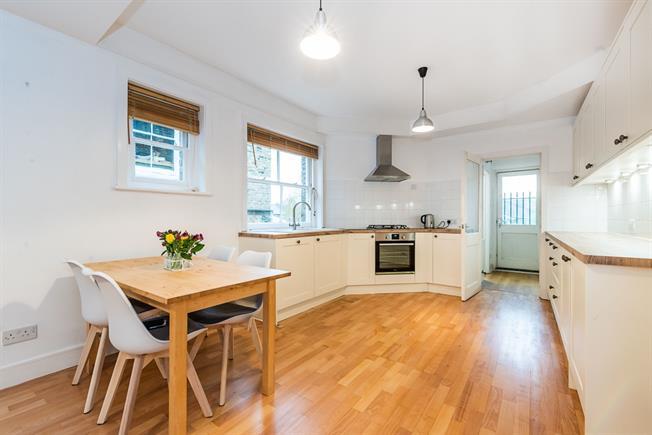 £1,550 per Calendar Month, 1 Bedroom Flat To Rent in London, SW15