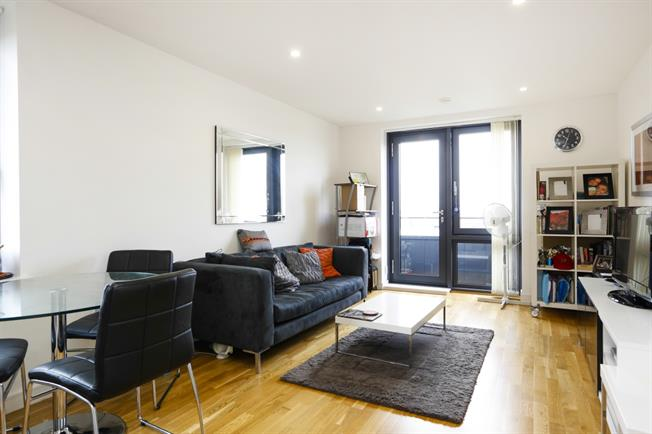 £2,200 per Calendar Month, 2 Bedroom House To Rent in London, SW15