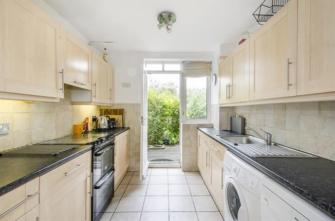 £2,500 per Calendar Month, 3 Bedroom End of Terrace House To Rent in London, SW15