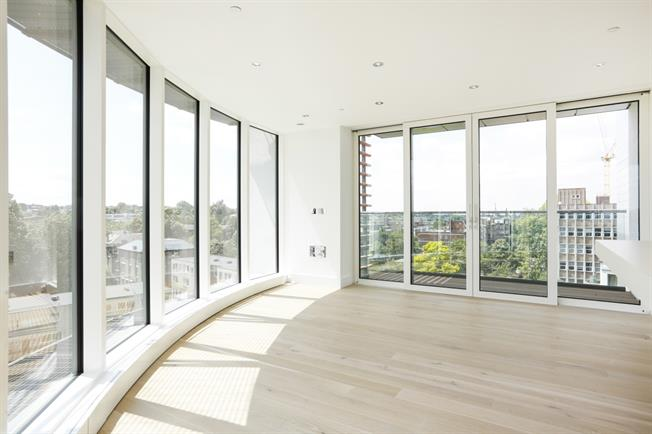 £2,300 per Calendar Month, 2 Bedroom Flat To Rent in London, SW15