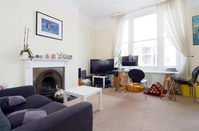 £1,500 per Calendar Month, 1 Bedroom Flat To Rent in Richmond, TW10