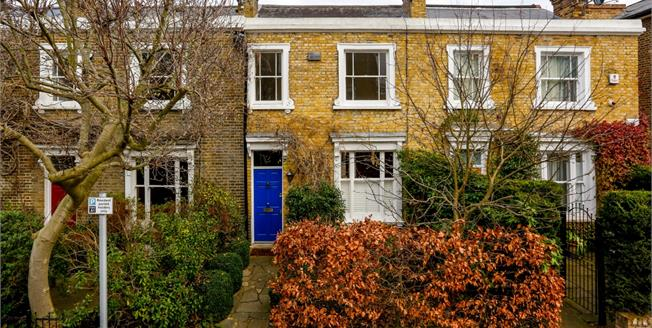 £2,900 per Calendar Month, 2 Bedroom House To Rent in Richmond, TW9