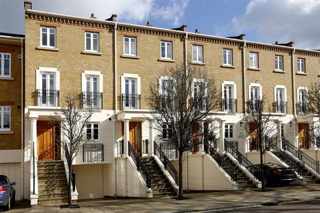 £3,950 per Calendar Month, 4 Bedroom Terraced House To Rent in Twickenham, TW1