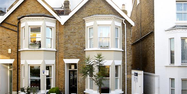 £4,500 per Calendar Month, 4 Bedroom House To Rent in Richmond, TW9