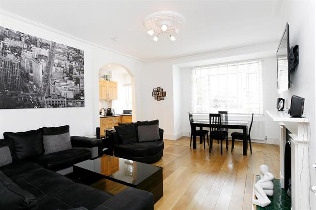 £2,500 per Calendar Month, 3 Bedroom Apartment To Rent in Richmond, TW10