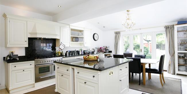 £3,950 per Calendar Month, 5 Bedroom Semi Detached House To Rent in Richmond, TW10